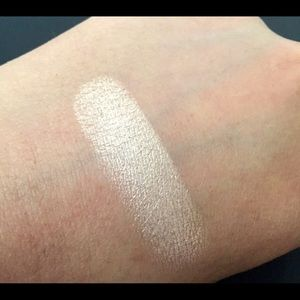 Amazonian Clay 12-Hour Highlighter by Tarte #8